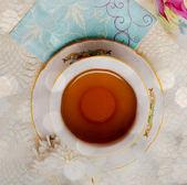 花とお茶のカップ — ストック写真