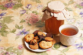 Tea with honey and cookies — Stock Photo
