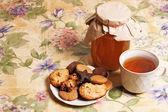 čaj s medem a soubory cookie — Stock fotografie