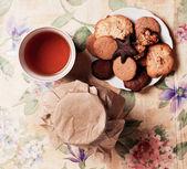Thee met honing en cookies — Stockfoto