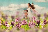 Mulher jovem de beleza de vestido no prado — Foto Stock
