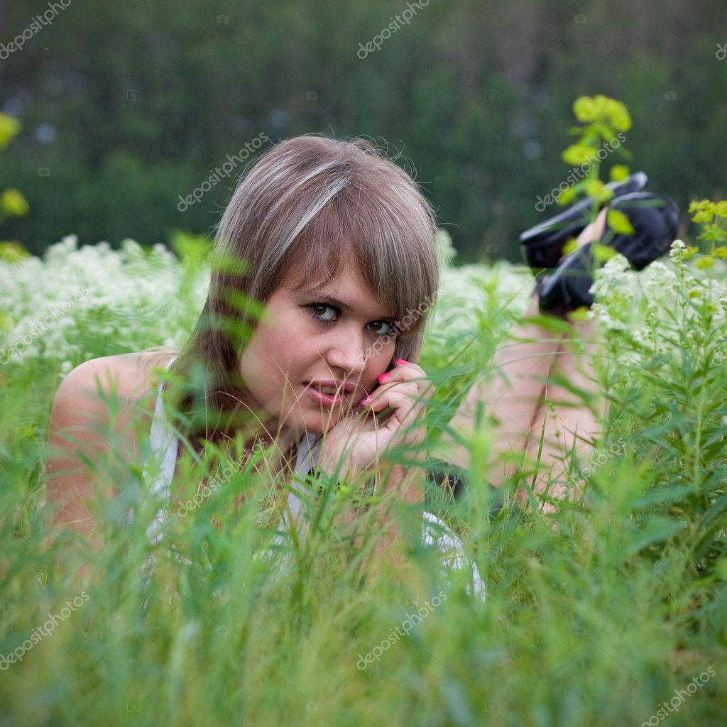 Beautiful girl lying on the grass — Stock Photo #4440038