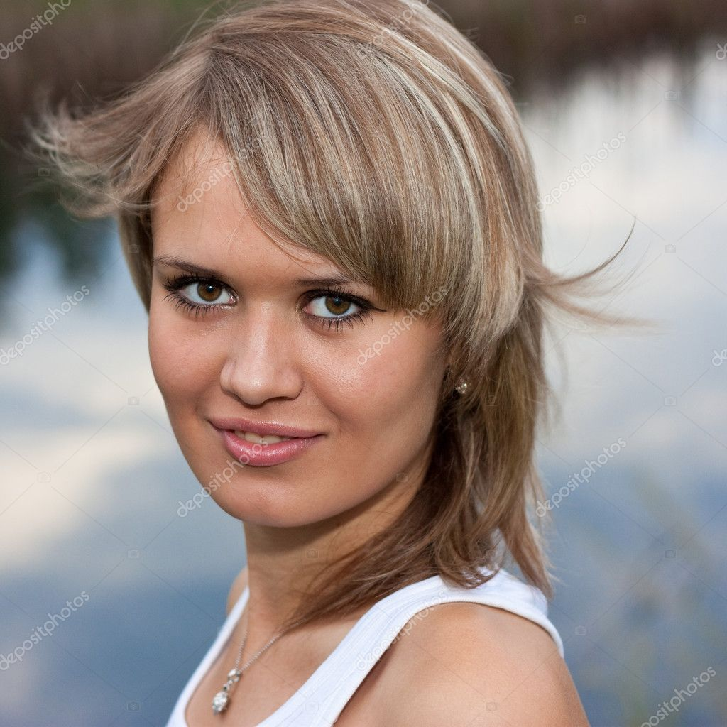Portrait of a close-up beautiful girl — Stock Photo #4440079