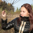 The girl holds a tree branch — Stock Photo