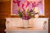 Ramo de flores en un florero — Foto de Stock