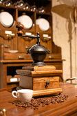 Moedor de café de madeira manual vintage — Fotografia Stock