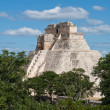 Maypyramid (Pyramid of Magician, Adivino) in Uxmal, Mexic — Stock Photo #4517570
