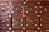 Old wooden vintage chest of drawers — 图库照片