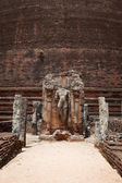 Ancient standing Buddha image near Rankot Vihara. — Stock Photo