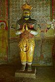 Ancient king image in Dambulla Rock Temple caves, Sri Lanka — Stock Photo