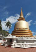Buddhist dagoba (stupa) in Golden Temple, Dambulla, Sri Lanka — Stock Photo