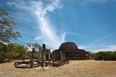 Ancient Buddhist dagoba (stupe) Pabula Vihara — Foto de Stock