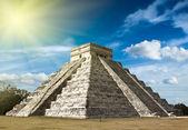 Mayan pyramid in Chichen-Itza, Mexico — Stock Photo