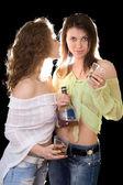 Portret dwóch przyjaciółek z butelką koniaku — Zdjęcie stockowe