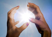 Hands and sun — Stock Photo