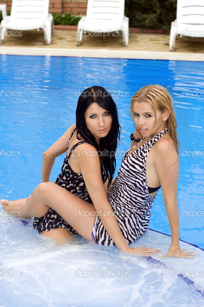 three young beauty queens are having sex in the pool  200557