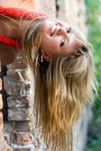 遊び心のある若い女性 — ストック写真