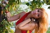 Bardzo młoda blondynka — Zdjęcie stockowe