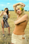 Two pretty women — Stockfoto