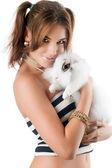 Jolie jeune femme avec lapin — Photo