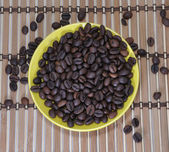 Grains of coffee are in a saucer — Stock Photo