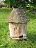 Colmena de la abeja de madera antiguo — Foto de Stock