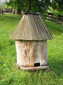 Eski ahşap arı kovanı — Stok fotoğraf