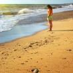 Girl on the beach. — Stock Photo