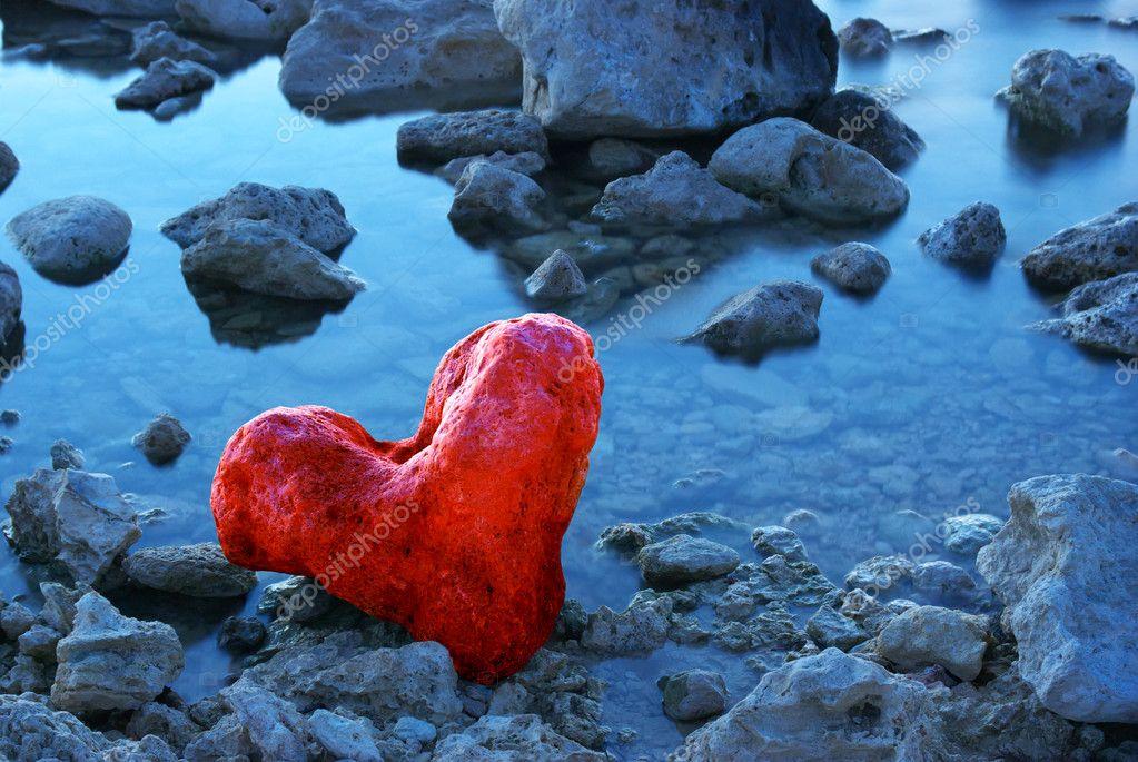 Stone in form of heart � Stock Photo � zatvor #5019814