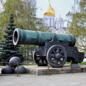 Historic cannon in front of a church at the Kremlin — Stock Photo