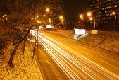 夜间道路交通在基辅,乌克兰 — 图库照片