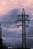 Solnedgång och elektrifierade spår — Stockfoto