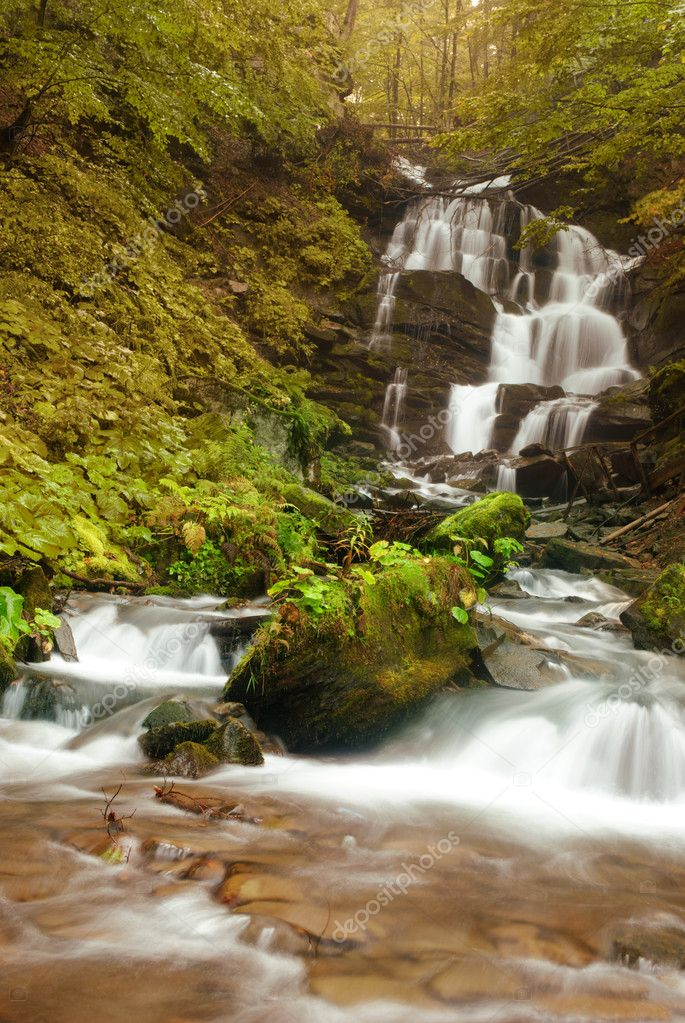 流水瀑布 - 图库图片