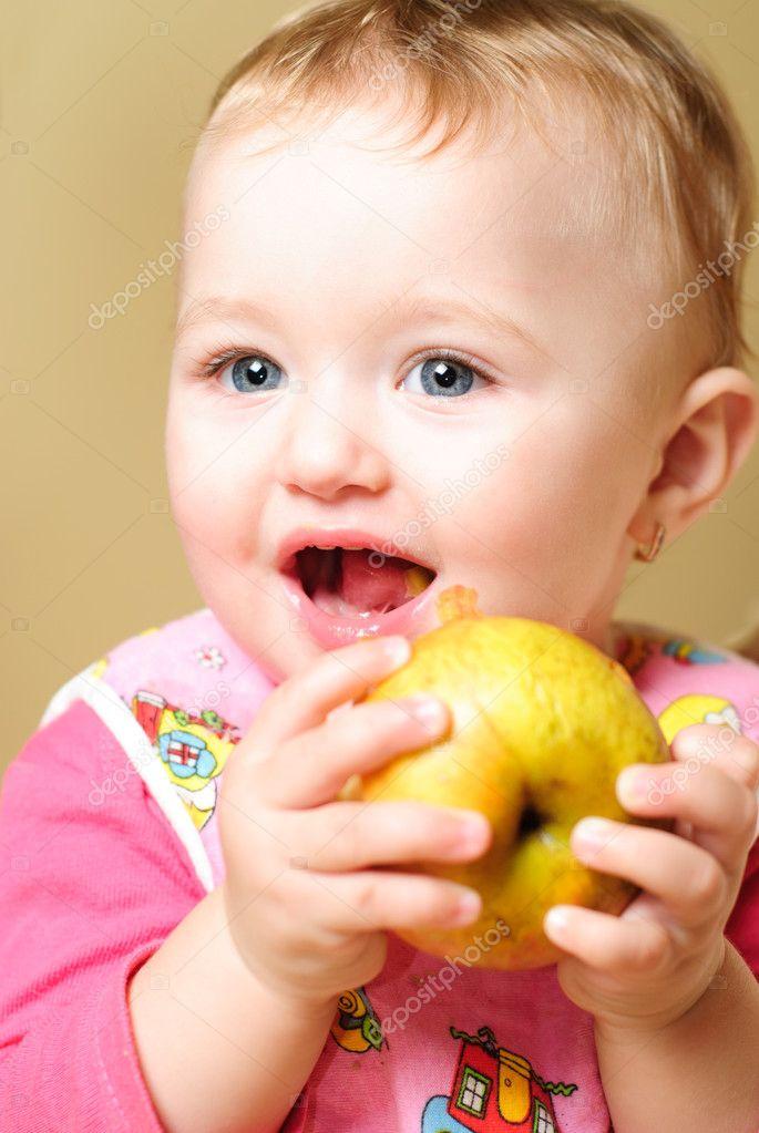 宝宝 壁纸 孩子 小孩 婴儿 685_1023 竖版 竖屏 手机