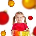 ragazza carina con il regalo di Natale e sfere — Foto Stock