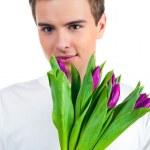sevimli genç erkek çiçekleri ver — Stok fotoğraf #4879405