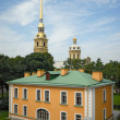Guardhouse and cathedral in Peter and Paul fortress St. Petersbu — Foto de Stock