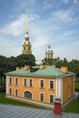 Guardhouse and cathedral in Peter and Paul fortress St. Petersbu — Stock Photo