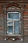 非常に古い木造家屋の窓 — ストック写真