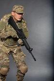 ライフルを持った兵士 — ストック写真