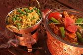 Ris med grönsaker som garnering — Stockfoto