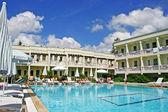 Zwembad van het hotel — Stockfoto
