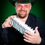 Man skilfully shuffles playing cards — Stock Photo