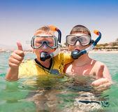 Dos chicos en la playa — Foto de Stock