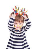 Bir boya kirli eller ile dört yıllık kız — Stok fotoğraf