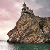 Well-known castle Swallow's Nest near Yalta in Crimea — Stock Photo
