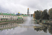 Monastic pond with fountain in Sergiev Posad, Russia — Stock Photo