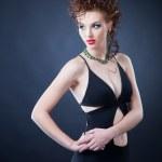 элегантная женщина в студии — Стоковое фото