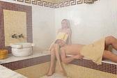 Coppia nella sauna turca — Foto Stock