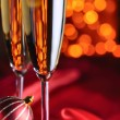 Two champagne glasses on red silk — Foto de Stock
